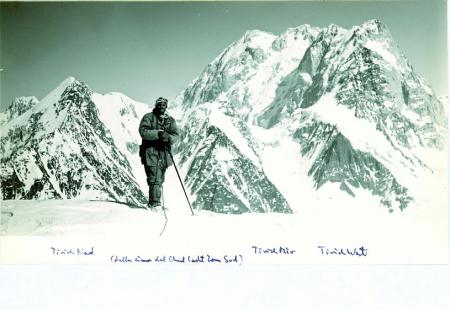 Tirich Mir Nord, Tirich Mir West dalla cime Ghul-Lasht Zom Sud. In primo piano Kurt Diemberg