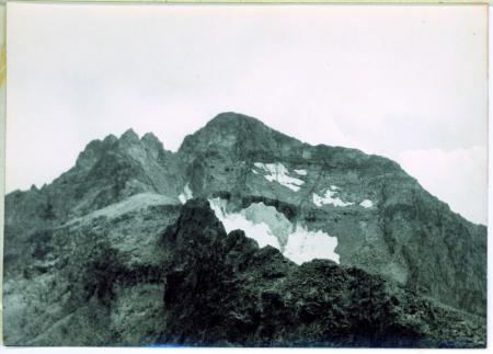 [Veduta della cima Pordenone (3450 m) da Nord]