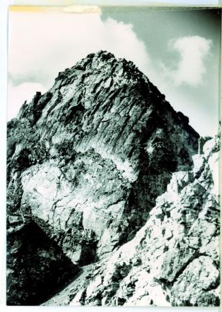 [Veduta della Torre Geligelin (3400 m) da Nord]