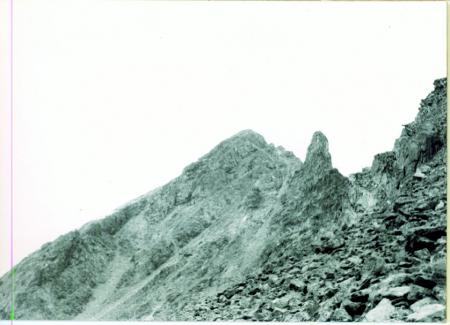 [Veduta della Torre Terza (3550 m) e della Torre Seconda (3517 m) del Deniz Gol da sud est]