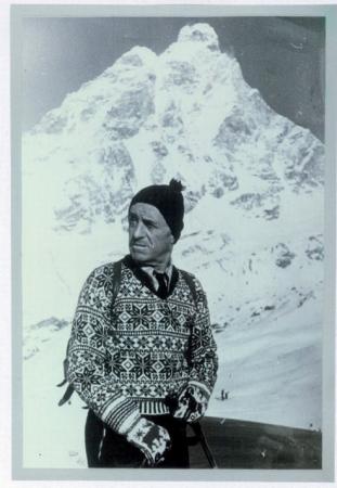 [Riprese varie: Piero Ghiglione al Cervino, nella giungla con i portatori (Borneo), con la sua guida nella infinita landa deserta (Norvegia)]