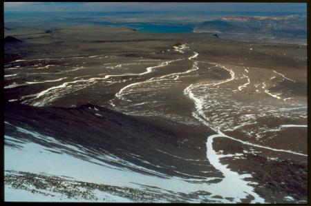[Il Lago Posadas dalla cima del Cerro Colorado]