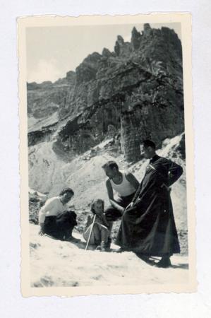 Sul nevaio di Val Cadin da sinistra Don Pizzolotto, Sagramora, Mizi Grava, Anna Munerati