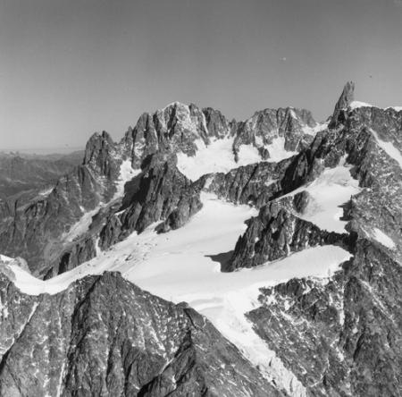 [Alpi, Gruppo del Monte Bianco, Aiguilles du Dru, Aiguille Verte e Dente del Gignate]