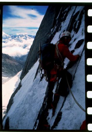 [Miller Rava durante un'ascensione alpinistica e lo stesso con Alessandro Gogna e Guido Machetto sullo Scoglio di Mroz]