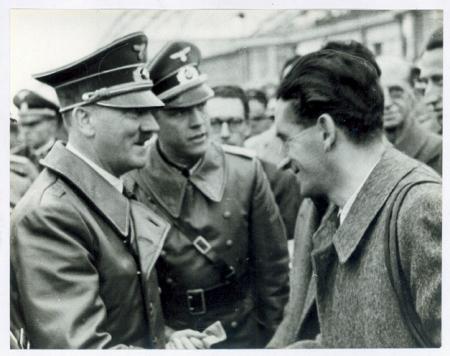 [Ritratti di Guido Tonella con Adolf Hitler a Varsavia e Ugo di Vallepiana a Cracovia]