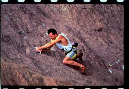 [Jean Baptiste Tribout e Corinne Labrune mentre arrampicano pareti rocciose tra cui To Bolt or Not To Be, Watts Totts e Heinous Cling]
