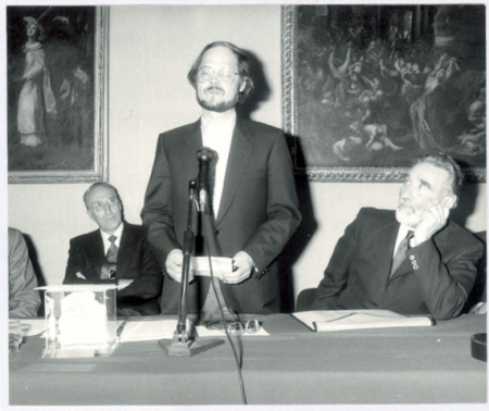 "Premio ITAS 1986 - Josef Zoderer vince con ""L'italiana"". A sinistra Edo Benedetti - Presidente Itas, a destra"