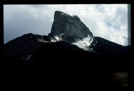 [Due vedute del Mont Aiguille e una riproduzione da libro]