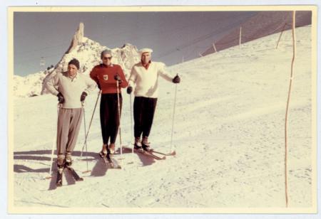 [Ritratto di tre maestri di sci al Colle del Gigante]