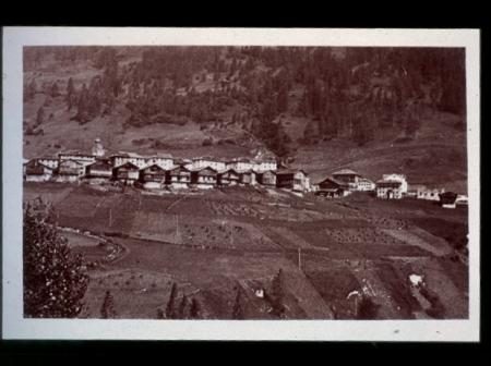 [Riproduzioni di fotografie d'epoca e pagine di libri: territorio di Comelico e Sappada]