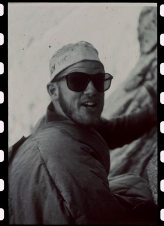 [Il mito americano, 1960-1964: alpinisti americani in arrampicata su El Capitan]