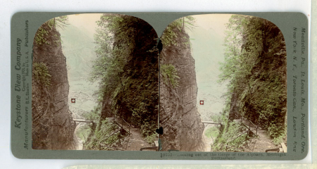 10752 - Looking out of the Gorge of the Alpbach, Meiringen, Switzerland/ B. L. Singley [ripresa], Keystone View Company [edizione]