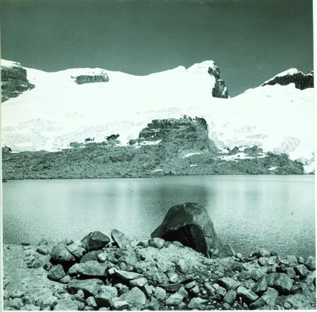 Nevado Los Portales. Veduta dal Lago de la Sierra, a sud ovest