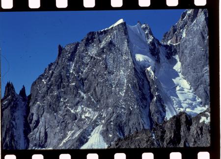 [Riprese varie tra cui Aiguille Blanche de Peuterey e Rifugio Vallot sul Monte Bianco]