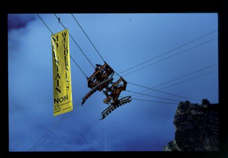 [Mountain Wilderness: manifestazione a favore del Parco del Monte Bianco, contro la cabinovia della Vallée Blanche]