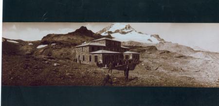 Ufficiali e soldati del 4° Reggimento Alpini sulla vetta del Monte Bianco, Istituto Scientifico Mosso al Col d'Olen