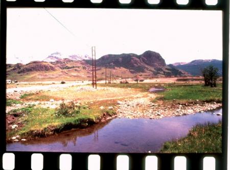 [Riprese varie della Patagonia: villaggio Chaltèn, campi base Laguna Torre e Rio Blanco, resti della Baracca Maestri]