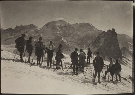 [Riprese varie della Valle Stretta con Grand Seru, Baldassarre e Monte Thabor]