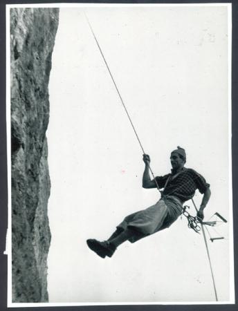 """[Autore non identificato, riprese varie di arrampicata su roccia tratte da """"Vertice 40°"""", Cai Valmadrera]"""