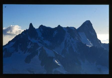 [Riprese varie tra cui Monte Bianco, Grandes Jorasses]