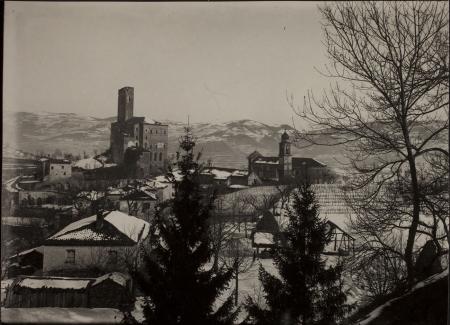 [Riprese varie di Orlongo e di un castello in inverno]