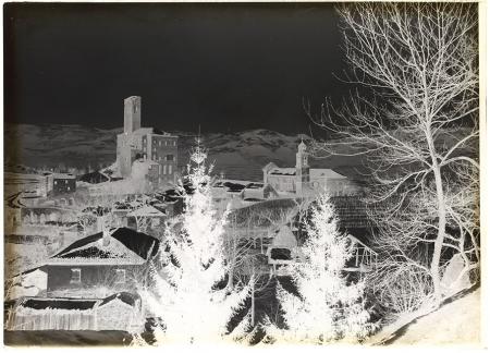 [Paesaggio invernale con castello]