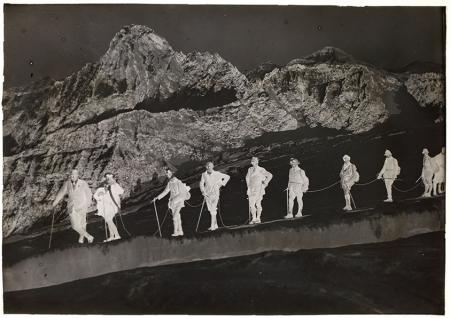 [Alpinisti in cordata con Uja di Bessanese sullo sfondo]