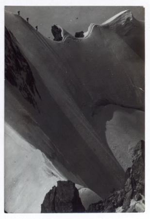 Una cordata lungo la Cresta di Rochefort, nel gruppo del Monte Bianco. Ritorno sul Glacier du Tour