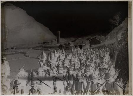 [Riprese varie tra cui truppe di alpini durante esercitazioni militati]