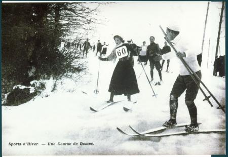 [Riproduzioni di fotografie storiche di gare di sci]