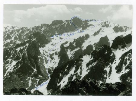 [Riprese varie di pareti rocciose in Corsica con indicazione delle vie di arrampicata]