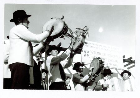 [Riprese varie di manifestazioni folcloristiche tra cui XX Assemble regional de chant choral 1970, Les tentamaires de Cogne, vecchi costumi di Bousson Cesana]