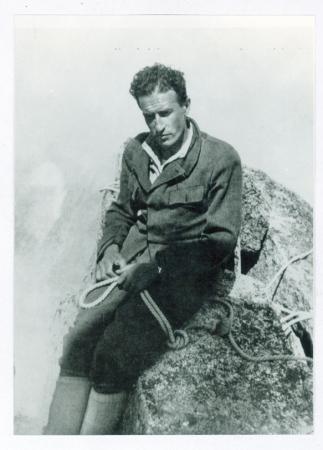 L. Devies, Giusto Gervasutti in vetta all'Ailefroide Occidentale dopo la salita della parete nord ovest, 24 luglio 1936