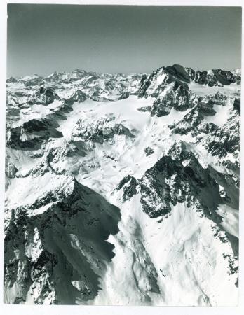 [Riprese varie: il massiccio del Gran Paradiso, l'Alpe del Trajo, il vallone di Punta di Laures e scialpinismo sotto la Grivoletta]