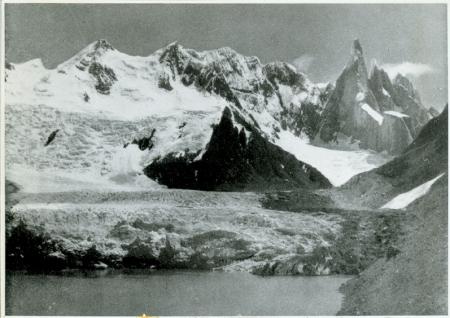 Da sinistra a destra: Cerro Doblado, Cerro Adela e Cerro Torre