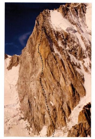 [Monte Bianco: Grand Pilier d'Angle, via Divine Providence e parete sud-ovest, via Mario Marone]