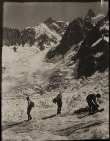 [Sul ghiacciaio, anni 1910-20]