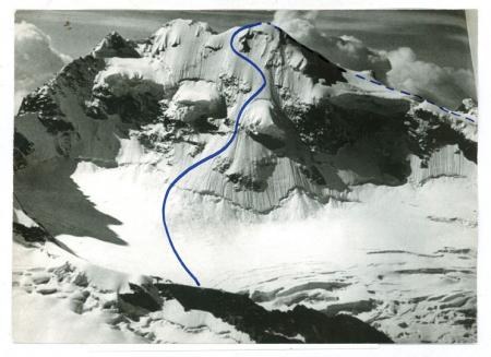 [Riprese varie del Piz Roseg: la parete nord est, con tracciato di discesa dove morì Heine Holzer nel 1977]