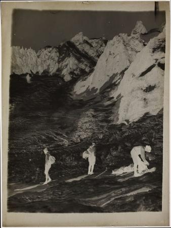 [Sul ghiacciaio anni 1910-20]