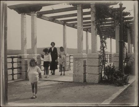 [Famiglia Ravelli in gita al Lago Maggiore 1936]