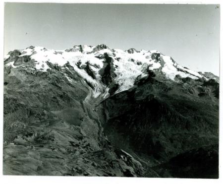 [Riprese varie del Monte Rosa: panorama della Valle d'Aosta, scialpinismo, Castore parete sud]