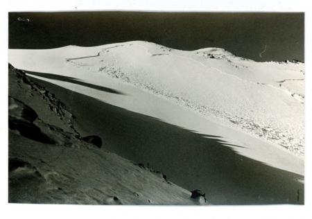 """[Riprese varie di valanghe tra cui quella """"a lastroni di neve"""" che ha travolto un contadino nel 1972 sulle Alpi Marittime]"""