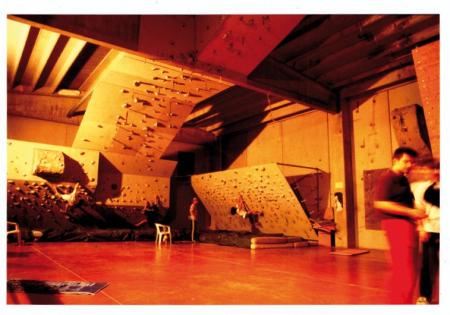 [Riprese varie della palestra d'arrampicata] El Cap, L'Aquila