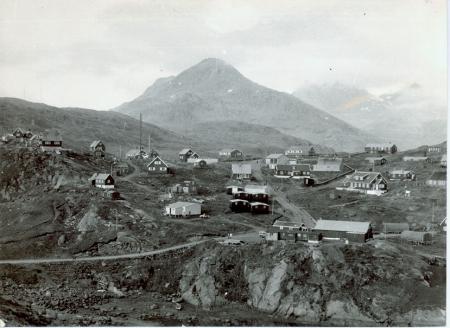 La parte centrale dell'insediamento di Angmagssalik