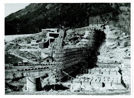 [Autore non identificato, riprese varie della costruzione della diga di Ceresole Reale, visita dei reali all'inaugurazione e Umberto I all'accampamento del Gran Piano del Re]