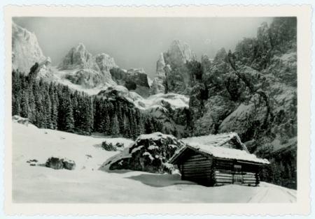 S. Martino di Castrozza (m. 1444 s. m.) e Passo Rolle (m. 1984 s. m.) d'inverno (Dolomiti)