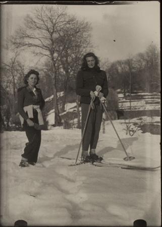 [Margherita Ravelli in sci, Orlongo 1943-1945]