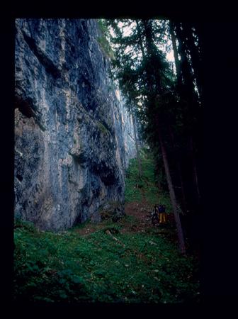 [Riprese varie di arrampicata su falesie, tra cui: Crépe de Oucèra, Les Alpilles, riproduzione di un'opera di Van Gogh; Marcello Martini in 'La mia vita a quattro zampe'; modelli di scarpette da arrampicata]