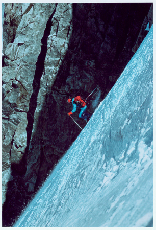 [Riprese varie di sci estremo tra cui sciatori sul Monte Bianco, Pizzo Cengalo, Pizzo Palù, Fletschhorn; Toni Valeruz con la moglie]